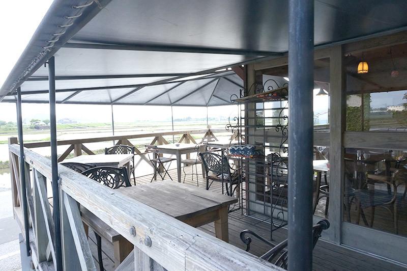 ログカフェ コットンタイムのテラス席