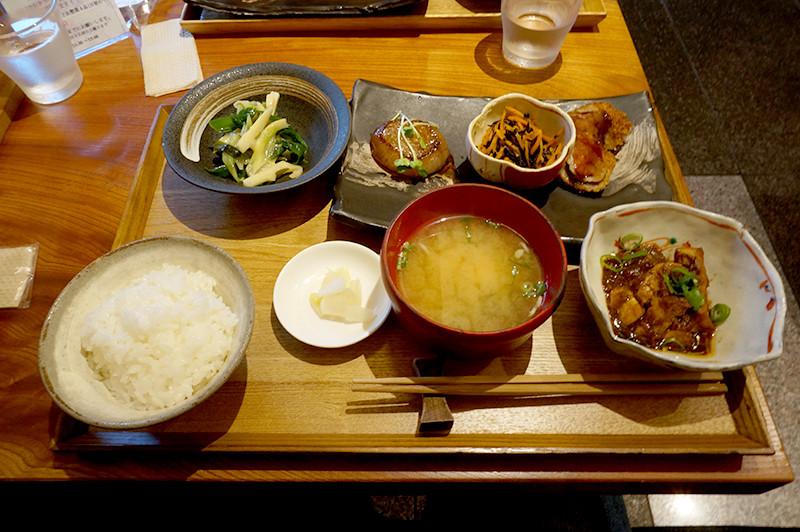菜家吉(なかよし)本日のお昼ごはん