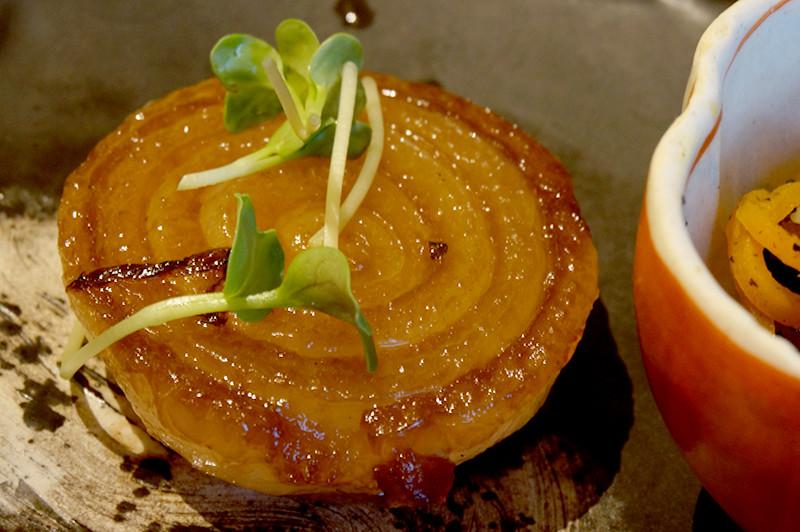 菜家吉(なかよし)新玉ねぎのステーキ赤ワインソースがけ