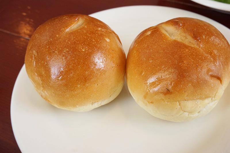 キッチン ニーダのランチのパン