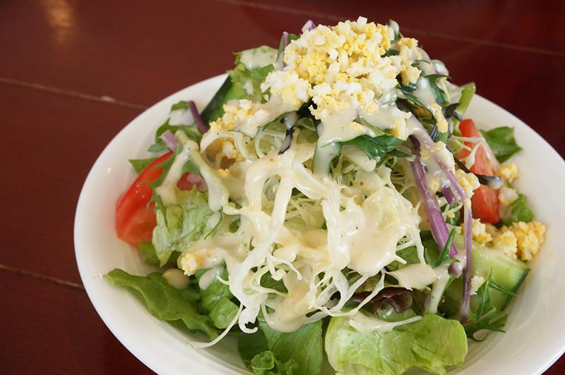 キッチン ニーダのランチのサラダ