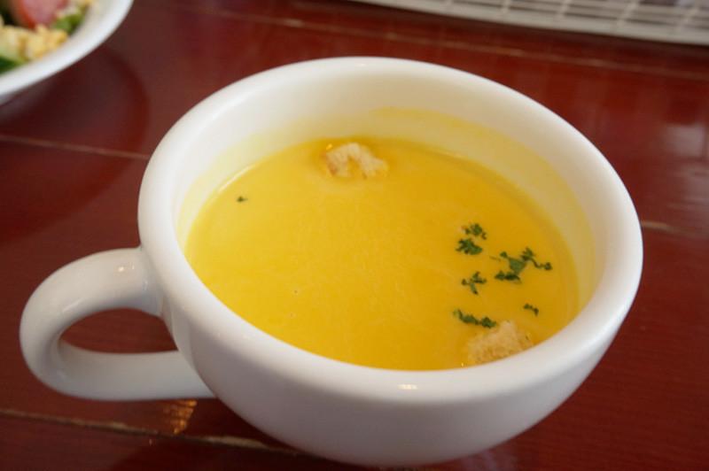 キッチン ニーダのランチのスープ