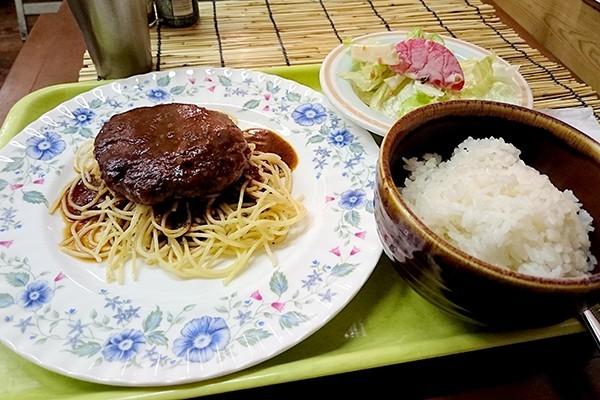 素朴なハンバーグと珍しいベトナムコーヒー