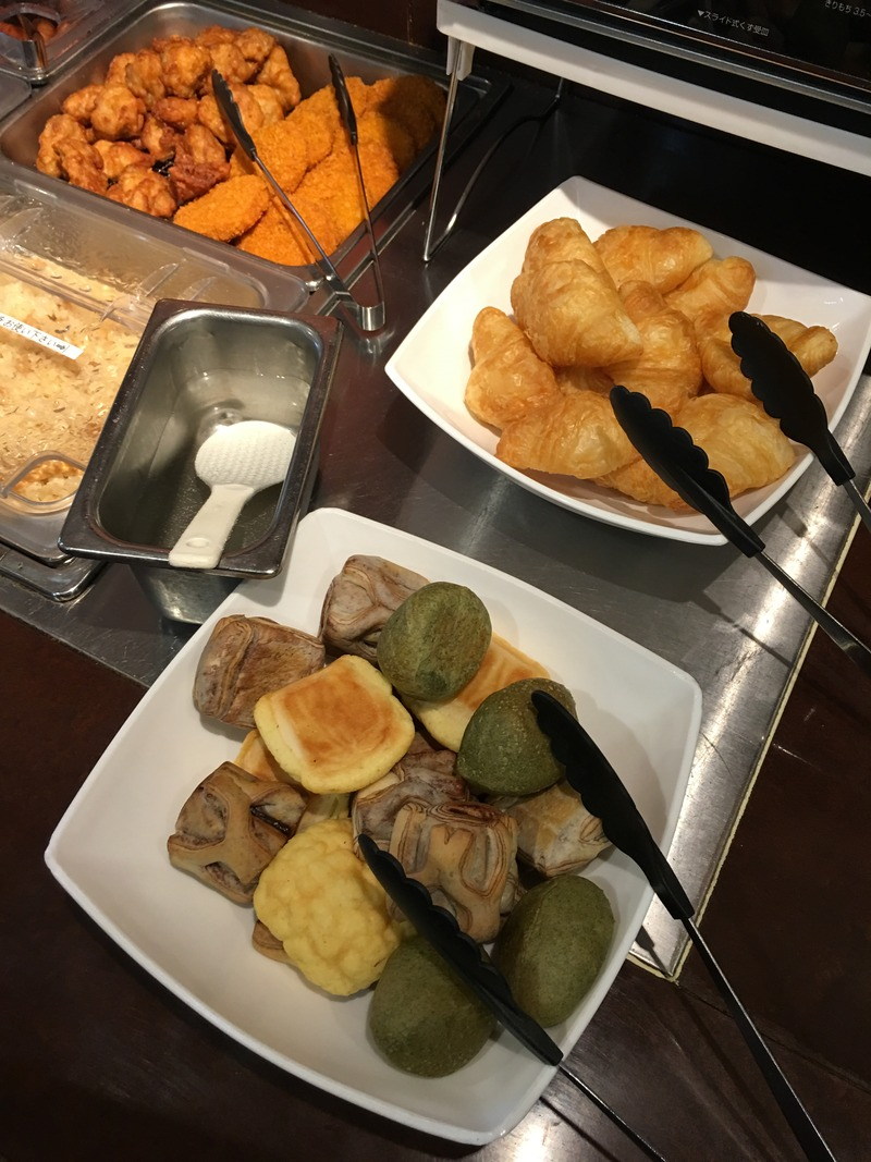 ココスの朝食バイキングのパン2