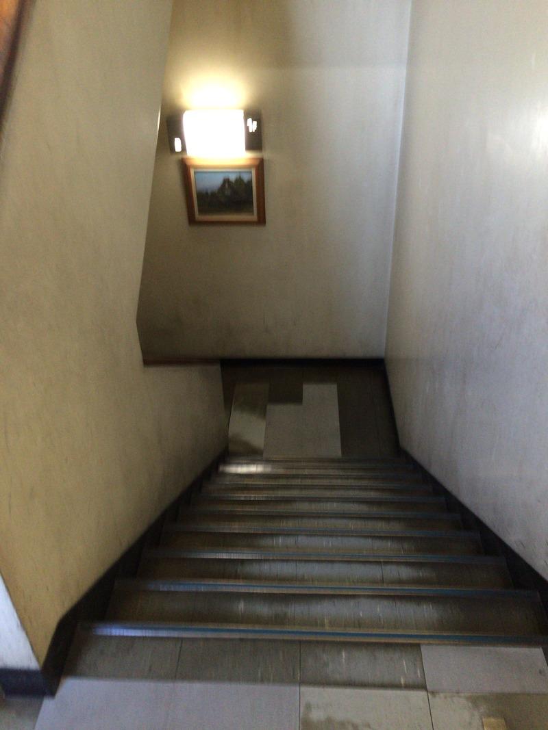 高知警察署の地下食堂への階段