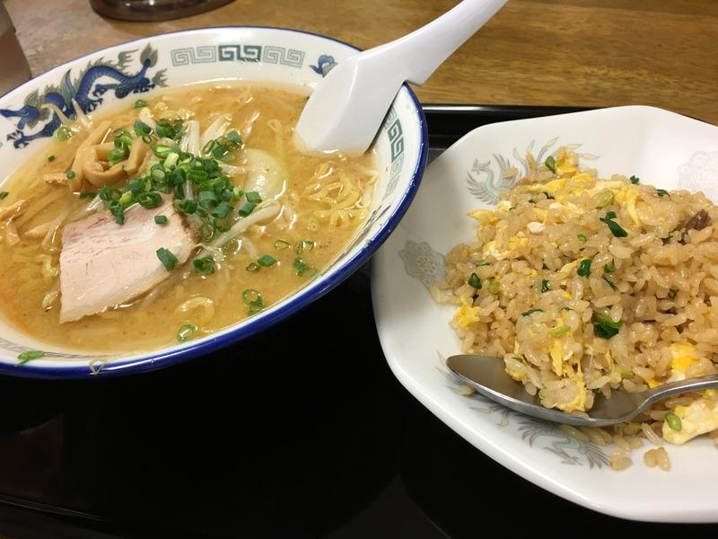 鈴木食堂のラーメンと半チャーハンのセット