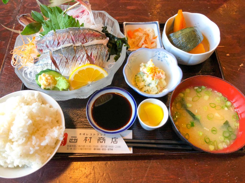 高知市のレストラン「西村商店」のアジの刺身定食